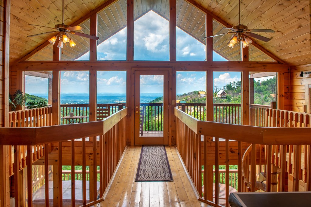 Photo of a Pigeon Forge Cabin named Sky View - This is the third photo in the set.