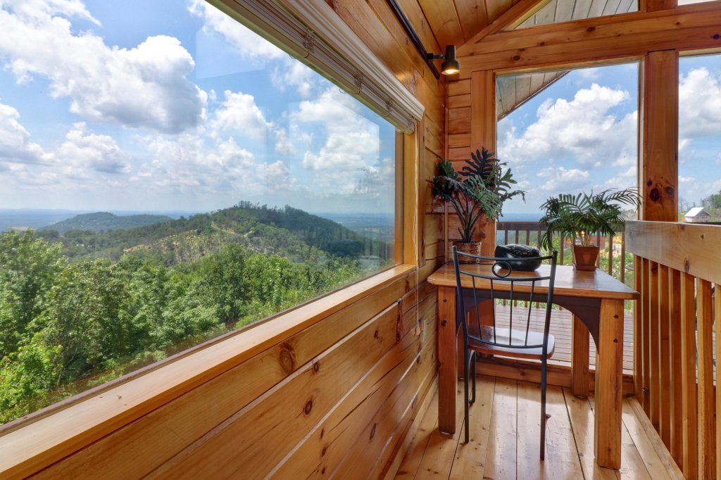 Photo of a Pigeon Forge Cabin named Sky View - This is the fourteenth photo in the set.