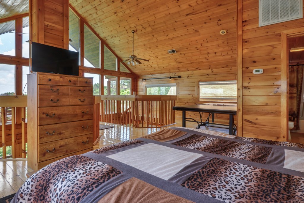 Photo of a Pigeon Forge Cabin named Sky View - This is the thirteenth photo in the set.