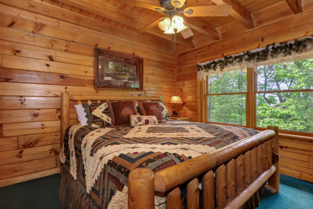 Photo of a Sevierville Cabin named Altitude Adjustment - This is the eighteenth photo in the set.