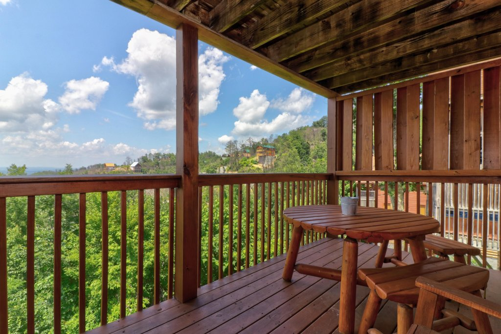 Photo of a Pigeon Forge Cabin named Sky View - This is the twenty-ninth photo in the set.
