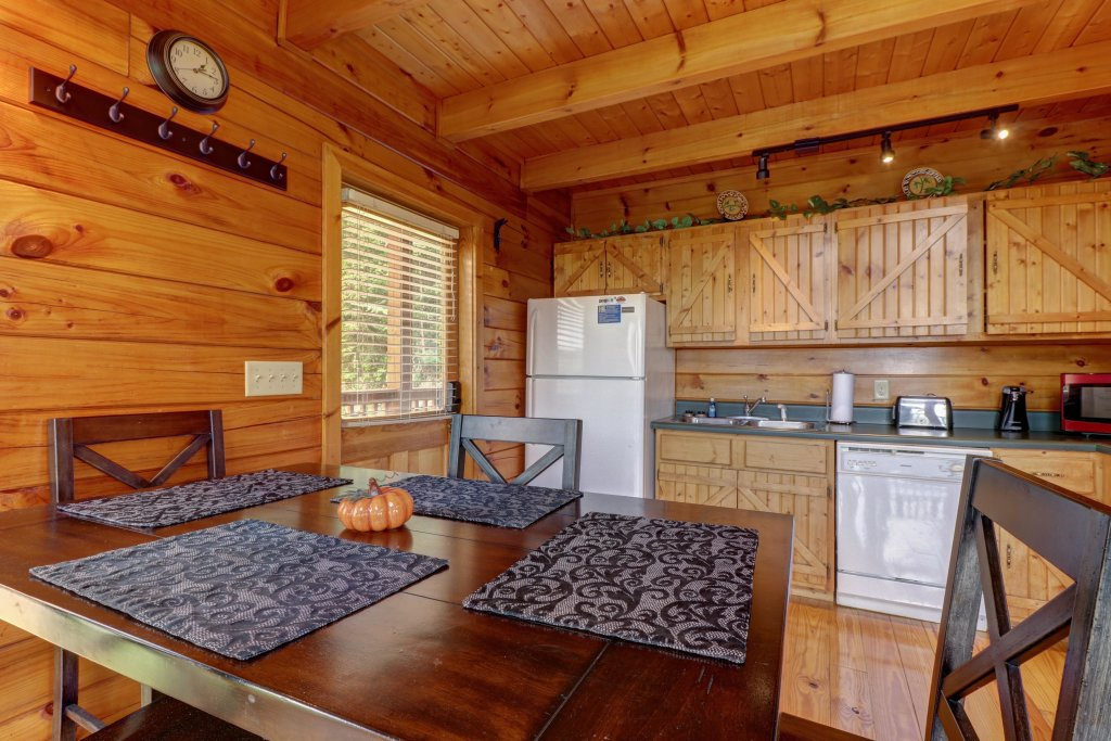 Photo of a Pigeon Forge Cabin named Sky View - This is the twenty-fourth photo in the set.