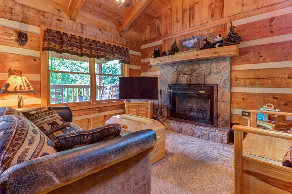 Photo of a Sevierville Cabin named Bears Heaven - This is the second photo in the set.