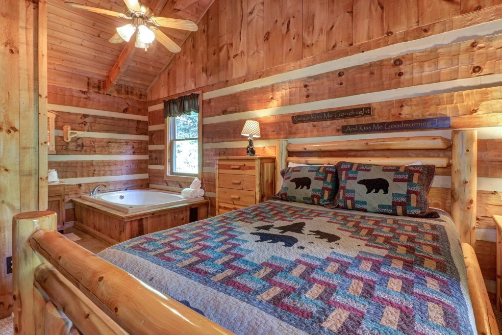 Photo of a Sevierville Cabin named Bears Heaven - This is the twelfth photo in the set.