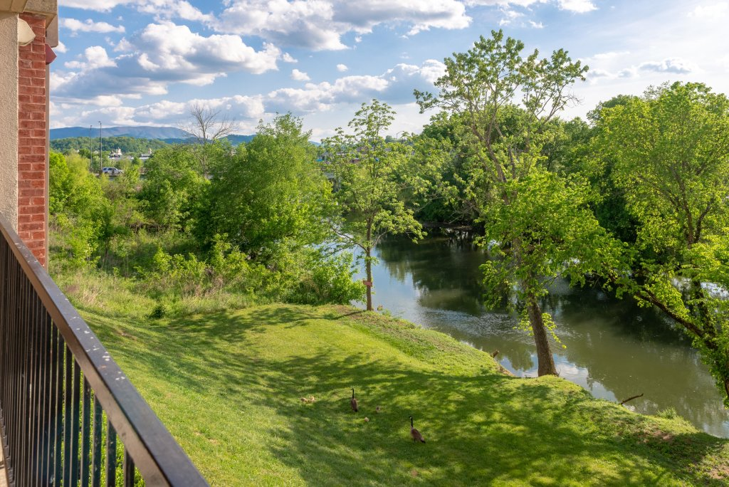 Photo of a Pigeon Forge Cabin named A Beautiful River View - This is the twentieth photo in the set.
