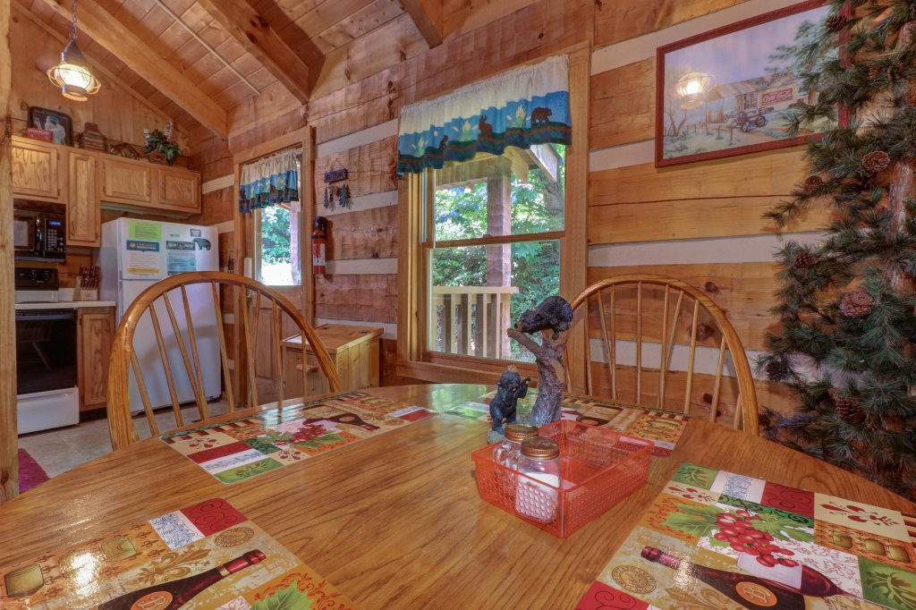 Photo of a Sevierville Cabin named Bears Heaven - This is the tenth photo in the set.