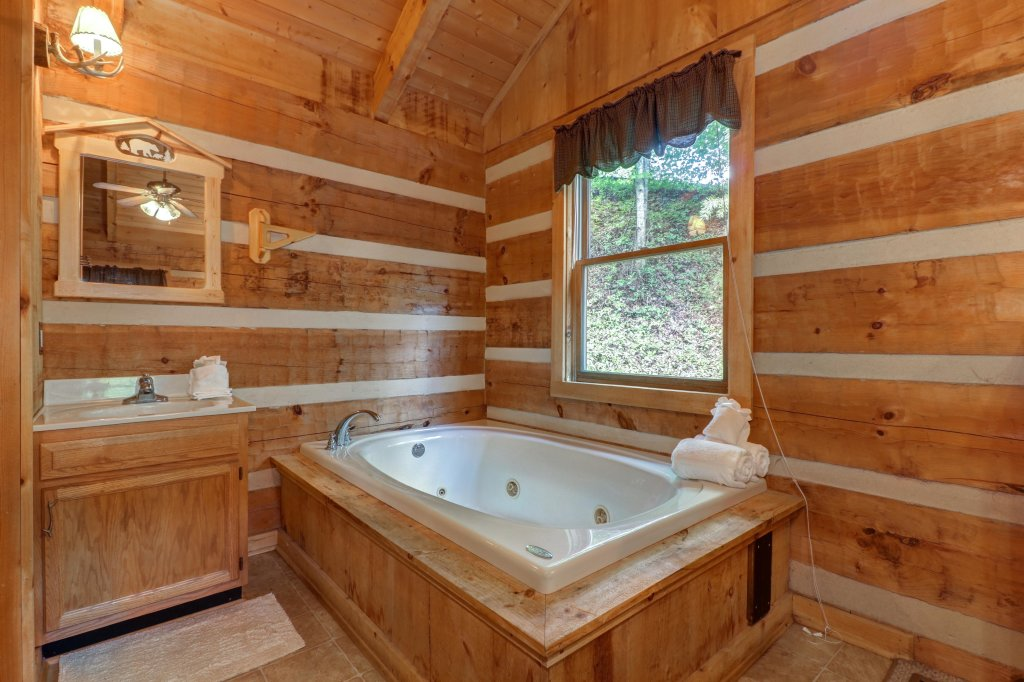 Photo of a Sevierville Cabin named Bears Heaven - This is the fourteenth photo in the set.