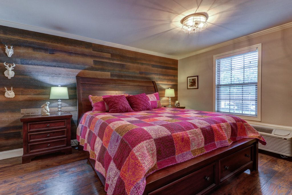 Photo of a Sevierville Cabin named Riverside Retreat  - This is the twelfth photo in the set.