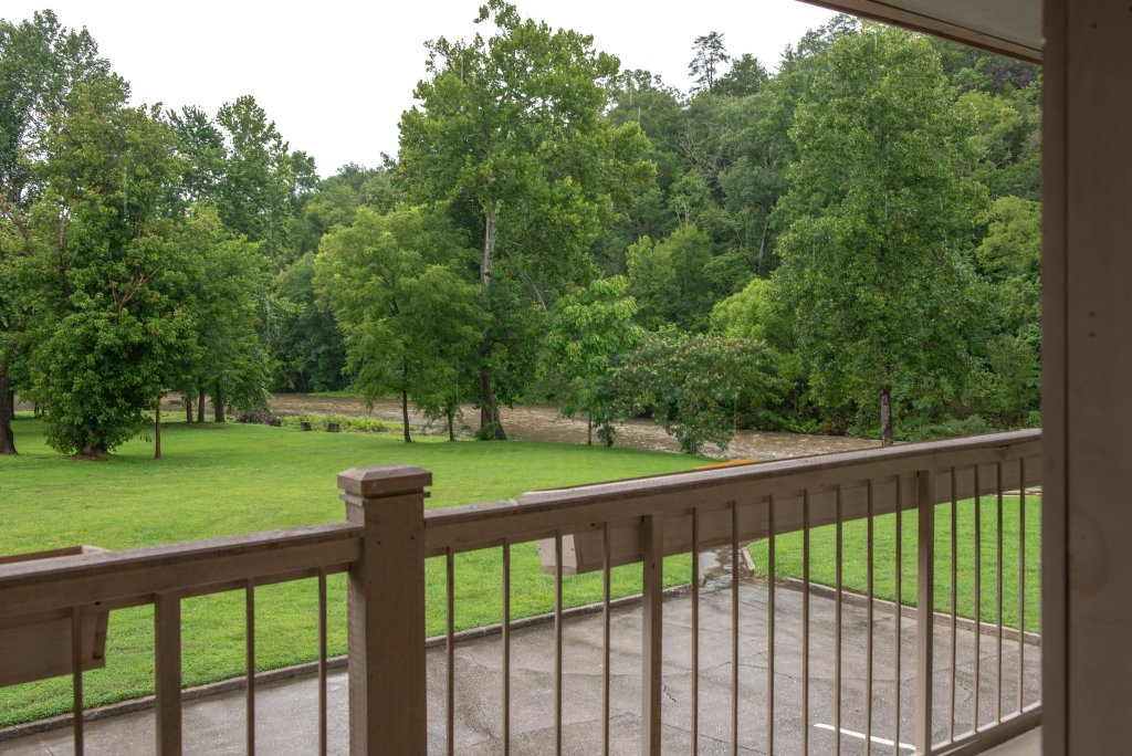 Photo of a Sevierville Cabin named Riverside Retreat  - This is the seventeenth photo in the set.