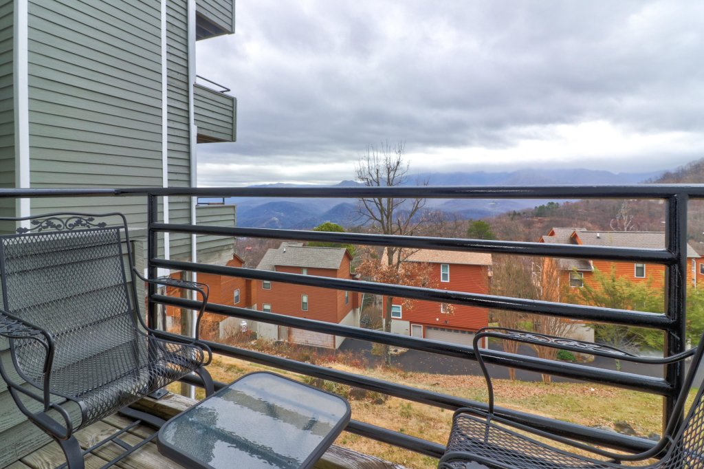 Photo of a Gatlinburg Cabin named Summit View Condo - This is the sixth photo in the set.