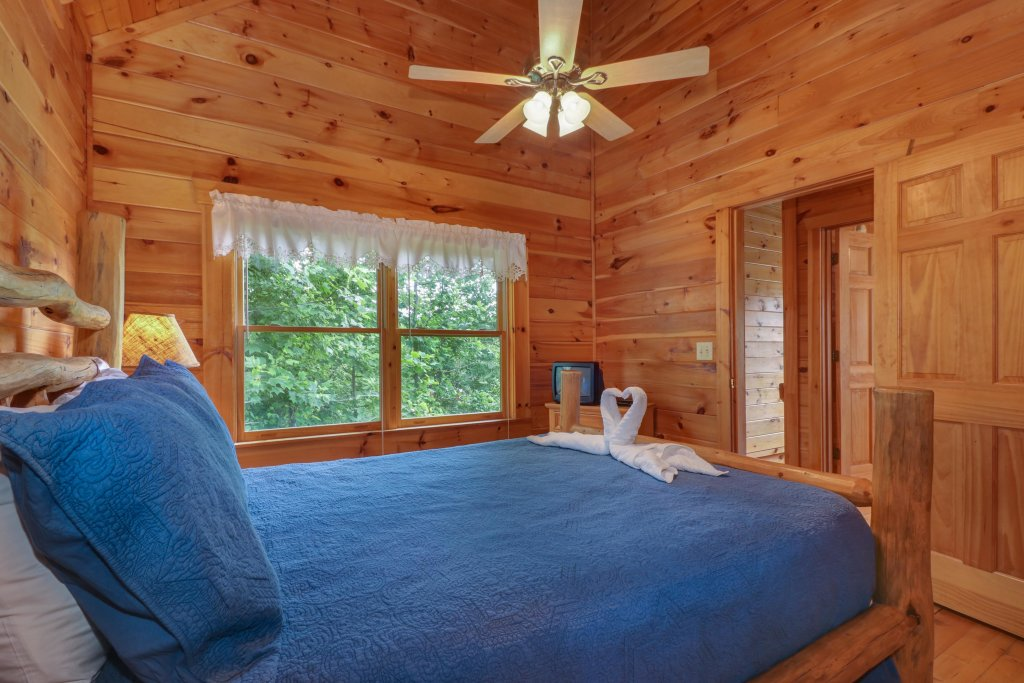 Photo of a Gatlinburg Cabin named Appalachian View - This is the eighteenth photo in the set.