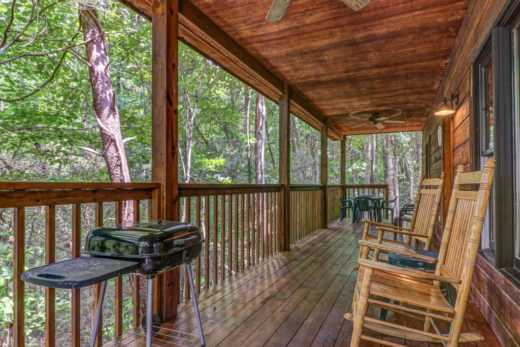 Photo of a Sevierville Cabin named Eagle's Nest - This is the third photo in the set.
