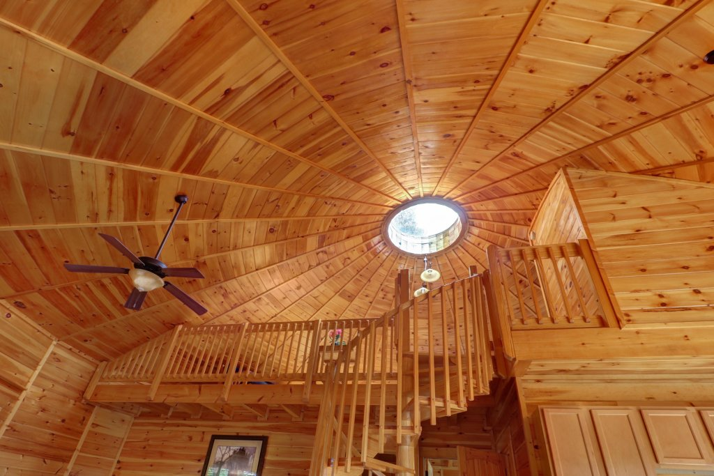 Photo of a Sevierville Cabin named Just Hangin' Around - This is the third photo in the set.