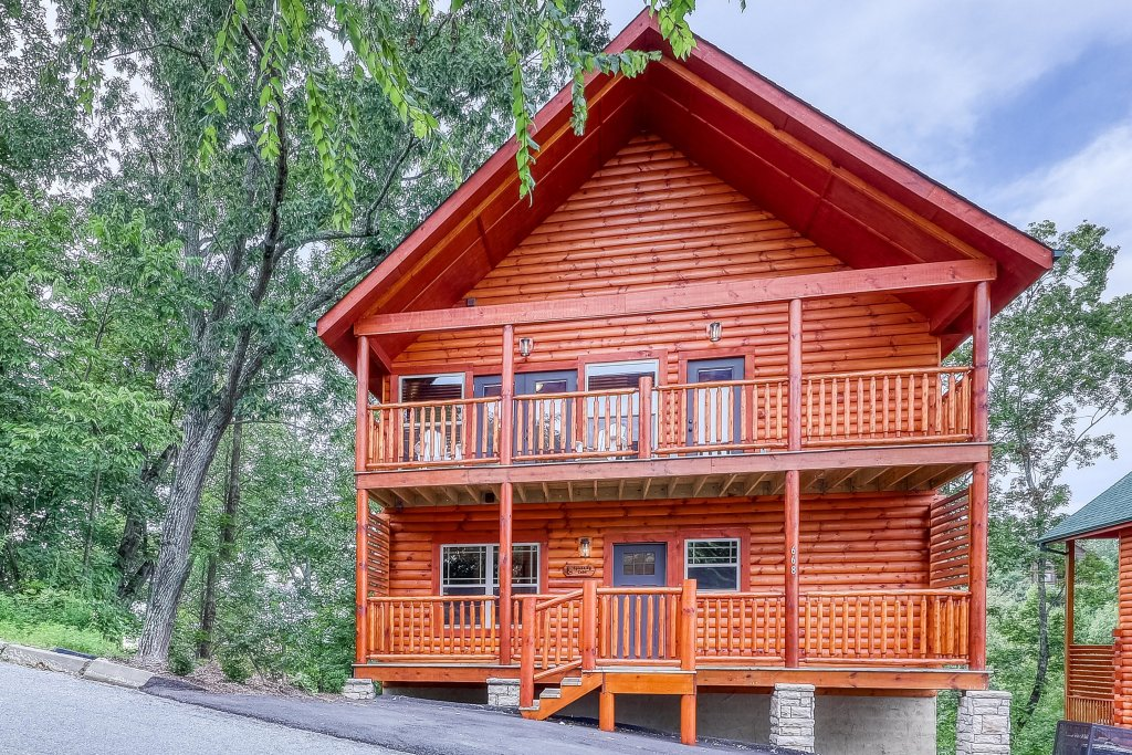 Photo of a Sevierville Cabin named Splashing Cubs - This is the fourth photo in the set.