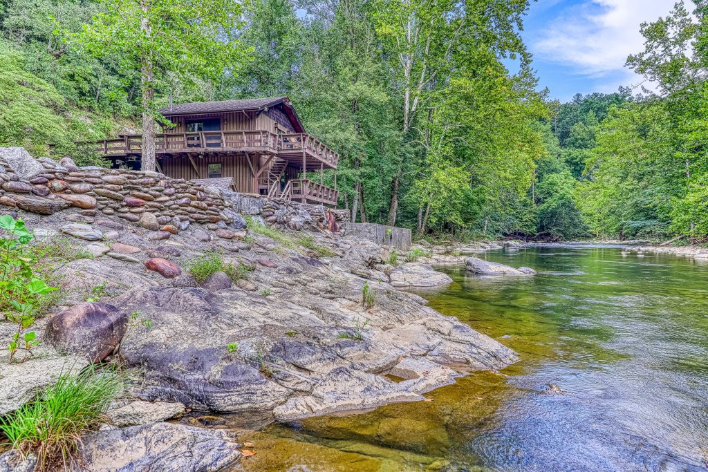 Photo of a Gatlinburg Cabin named Ray's Chalet - This is the first photo in the set.