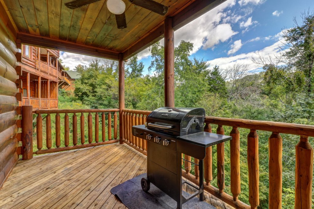 Photo of a Sevierville Cabin named Just For Fun - This is the fourth photo in the set.