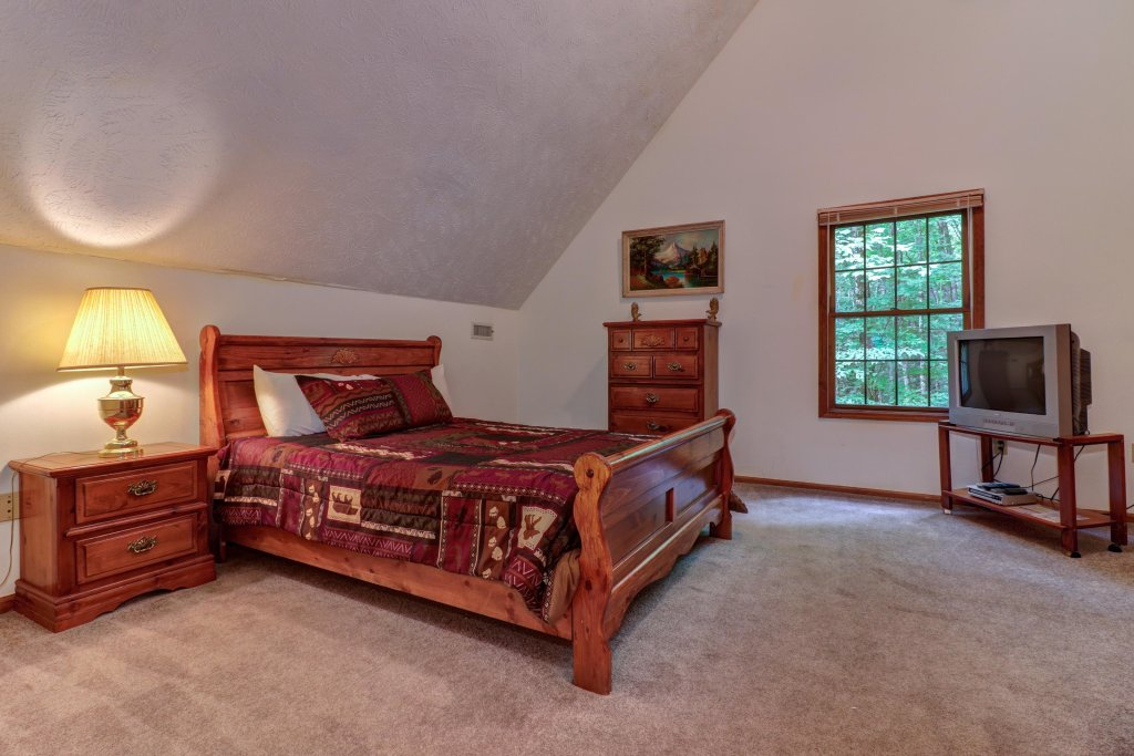 Photo of a Sevierville Cabin named Eagle's Nest - This is the fourteenth photo in the set.