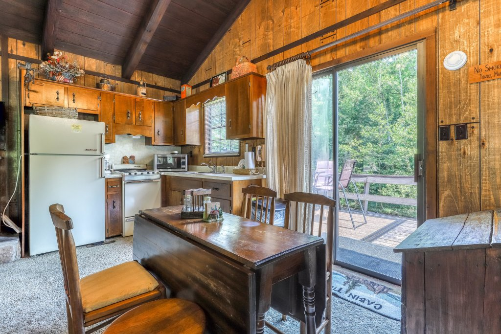 Photo of a Gatlinburg Cabin named Ray's Chalet - This is the sixteenth photo in the set.