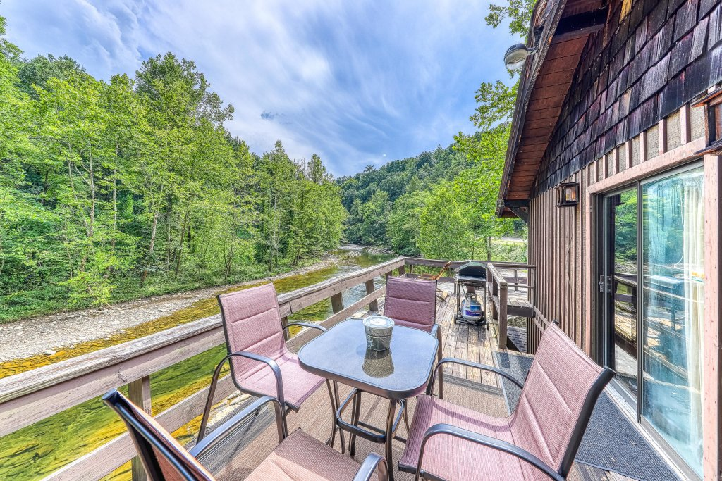 Photo of a Gatlinburg Cabin named Ray's Chalet - This is the third photo in the set.