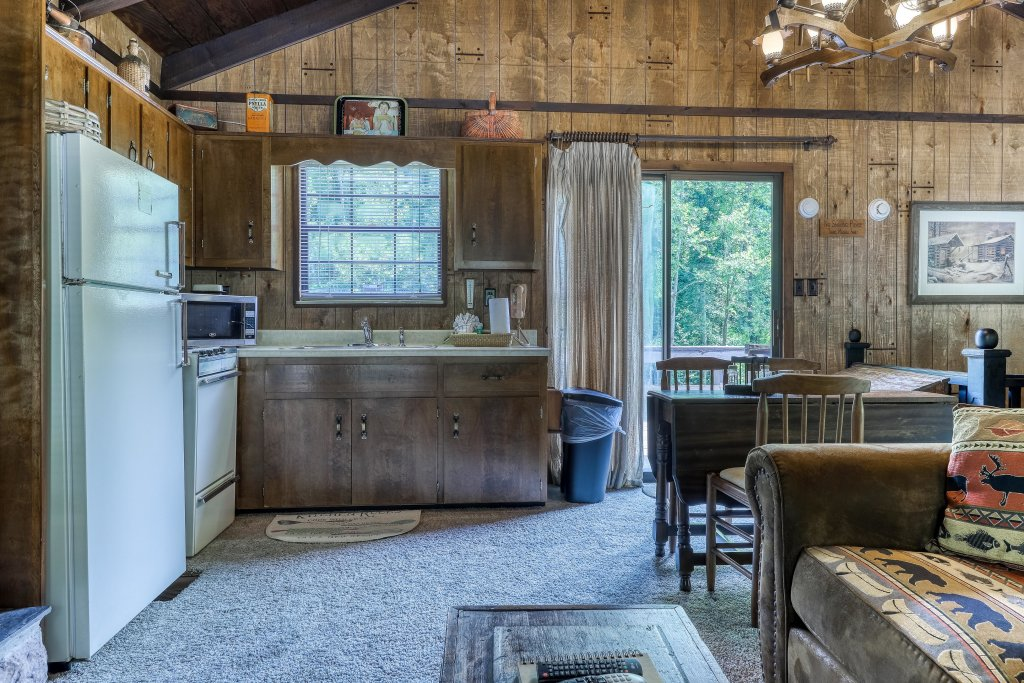 Photo of a Gatlinburg Cabin named Ray's Chalet - This is the fourteenth photo in the set.