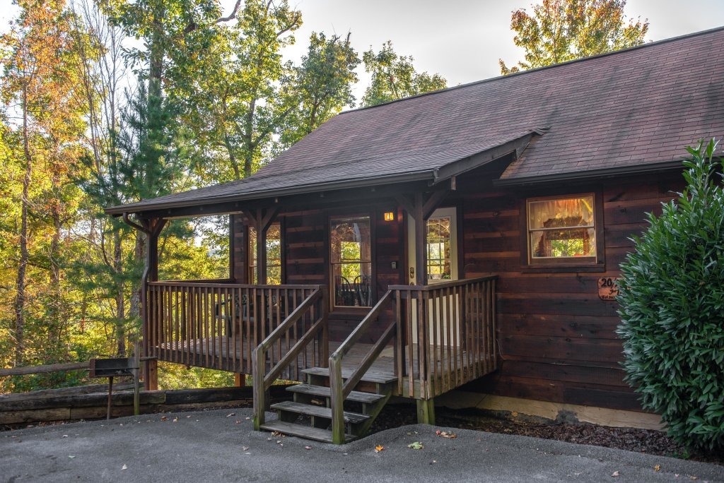 Photo of a Pigeon Forge Cabin named 20/20 View - This is the second photo in the set.