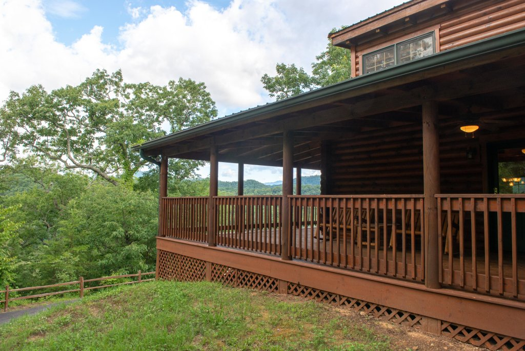 Photo of a Sevierville Cabin named Mountain Top Mansion - This is the thirty-eighth photo in the set.