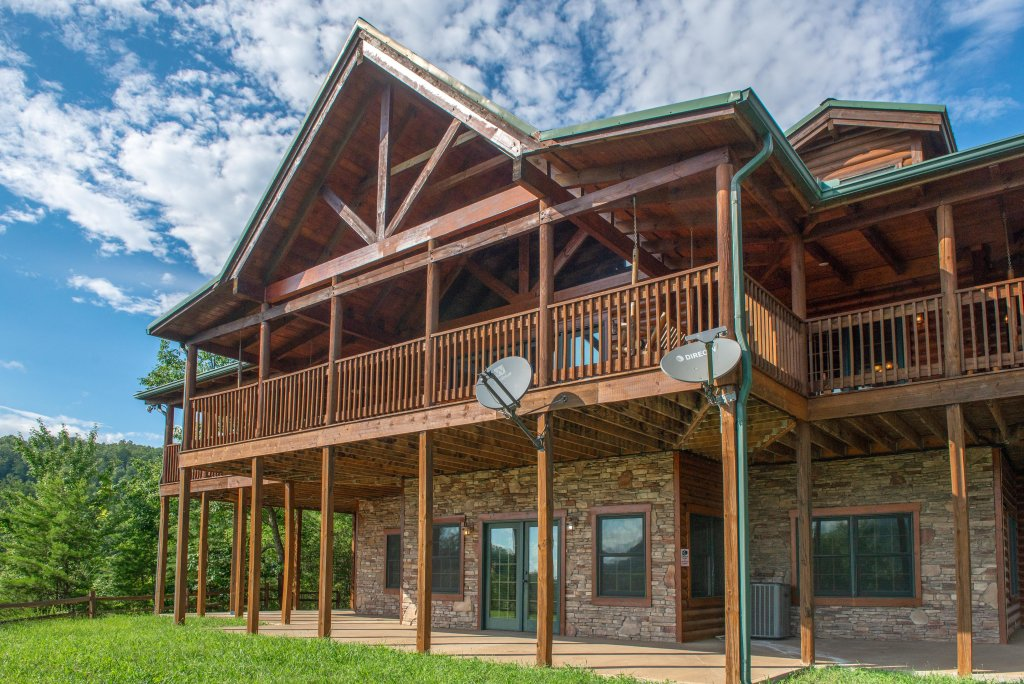 Photo of a Sevierville Cabin named Mountain Top Mansion - This is the second photo in the set.