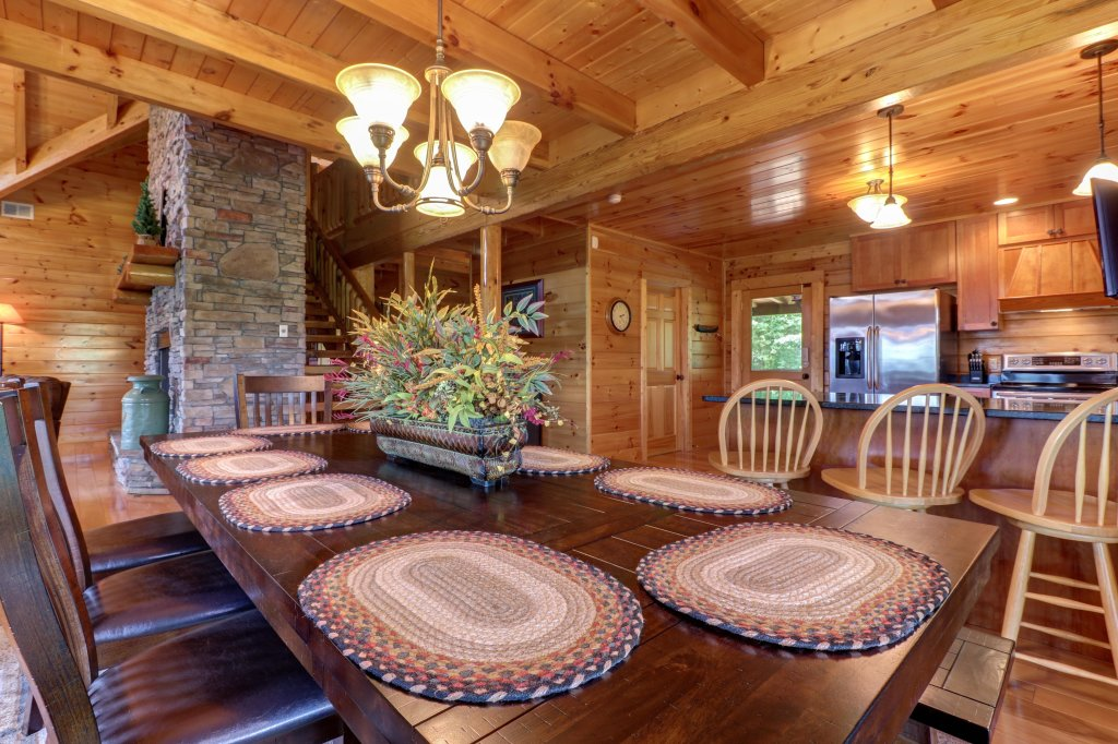 Photo of a Sevierville Cabin named Mountain Top Mansion - This is the fifth photo in the set.