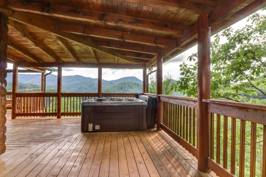 Photo of a Sevierville Cabin named Mountain Top Mansion - This is the fortieth photo in the set.