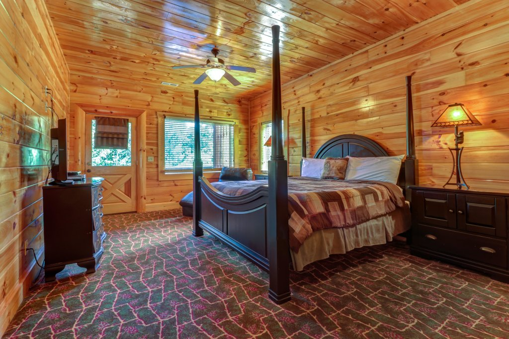 Photo of a Sevierville Cabin named Just For Fun - This is the thirty-second photo in the set.
