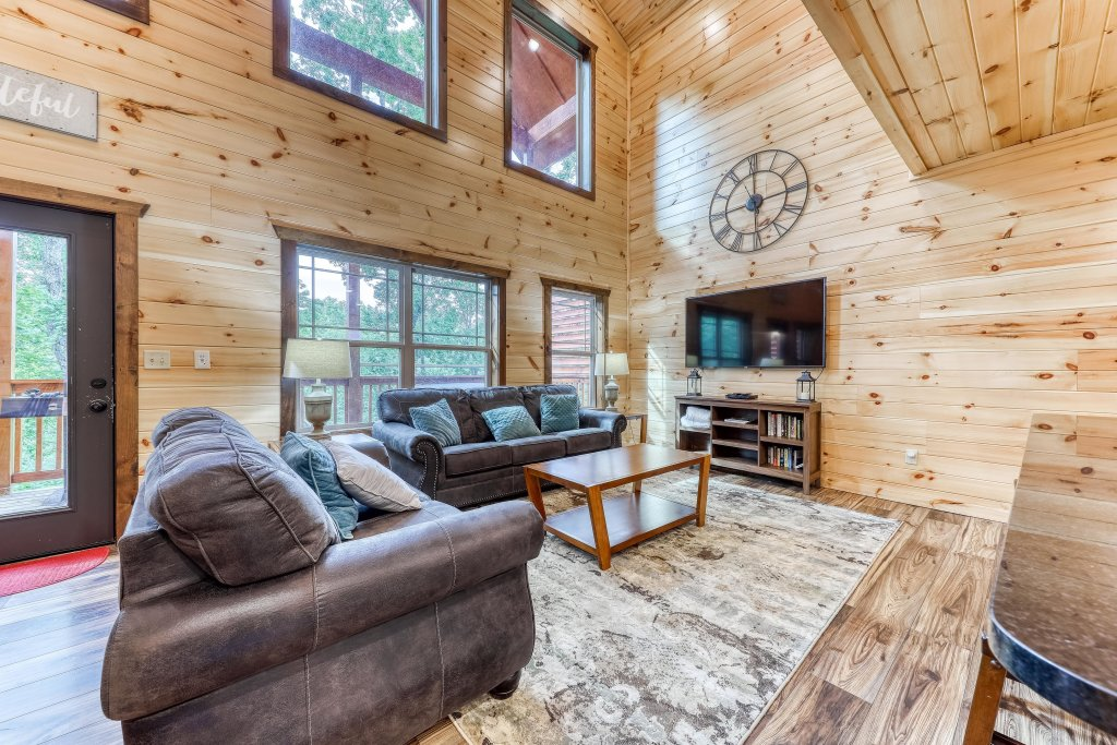 Photo of a Sevierville Cabin named Splashing Cubs - This is the second photo in the set.