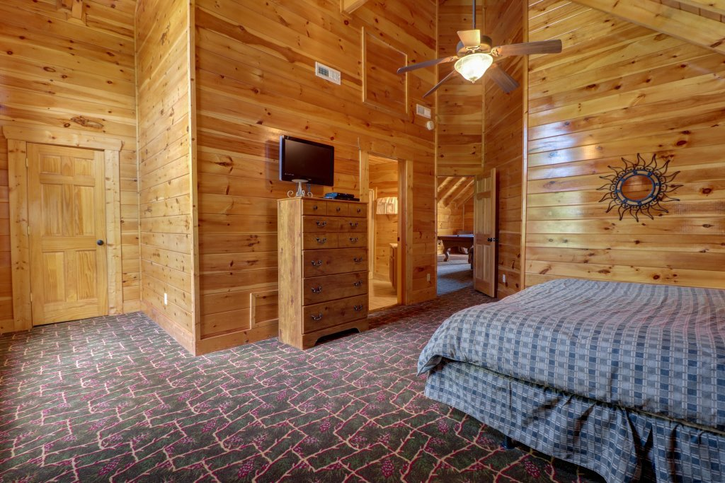 Photo of a Sevierville Cabin named Just For Fun - This is the sixteenth photo in the set.