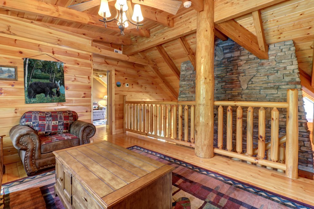 Photo of a Sevierville Cabin named Mountain Top Mansion - This is the fourteenth photo in the set.