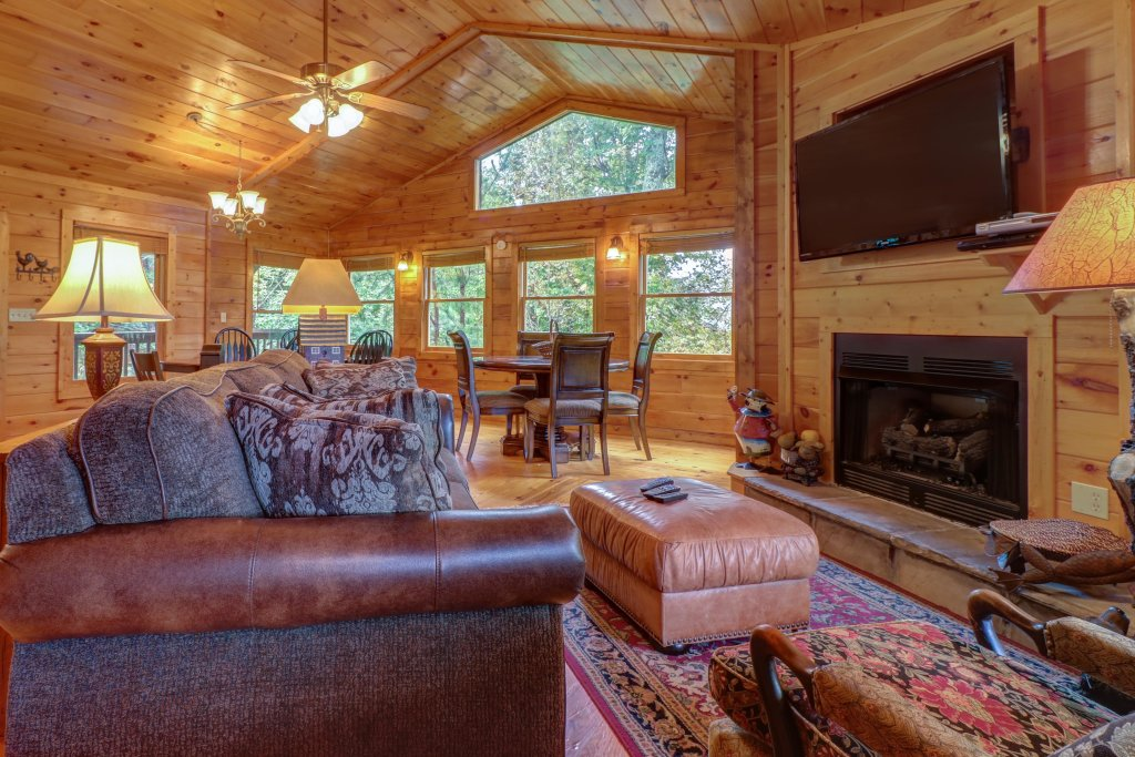 Photo of a Pigeon Forge Cabin named 20/20 View - This is the fourth photo in the set.