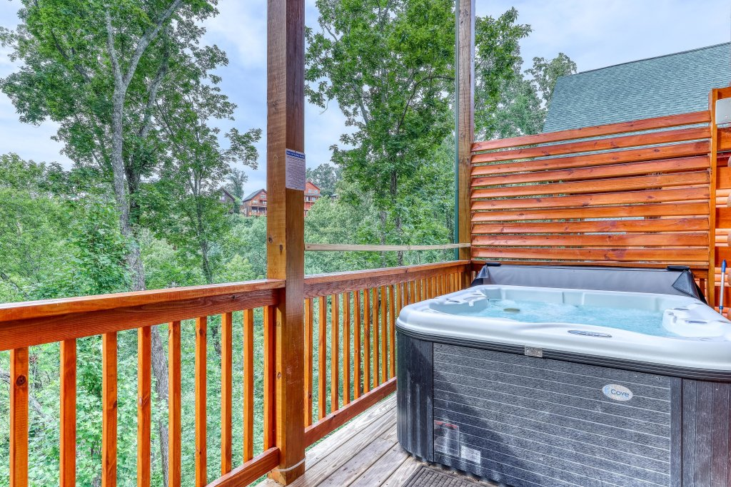 Photo of a Sevierville Cabin named Splashing Cubs - This is the thirty-second photo in the set.