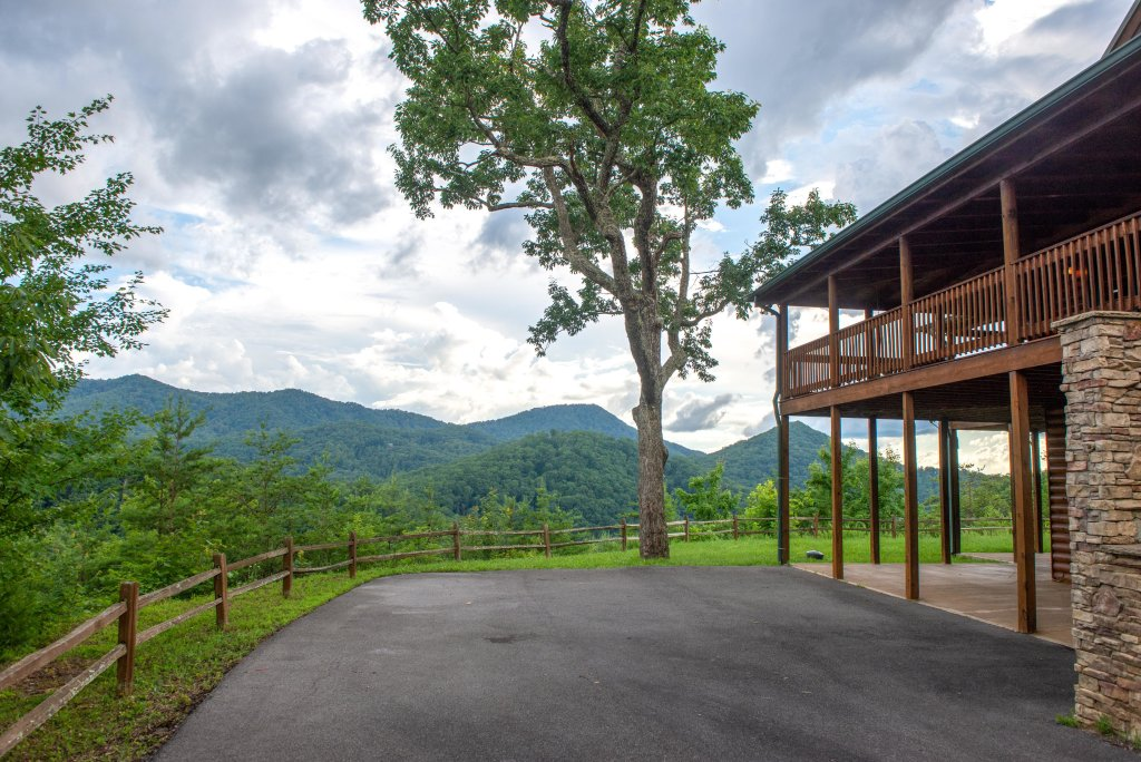 Photo of a Sevierville Cabin named Mountain Top Mansion - This is the thirty-ninth photo in the set.