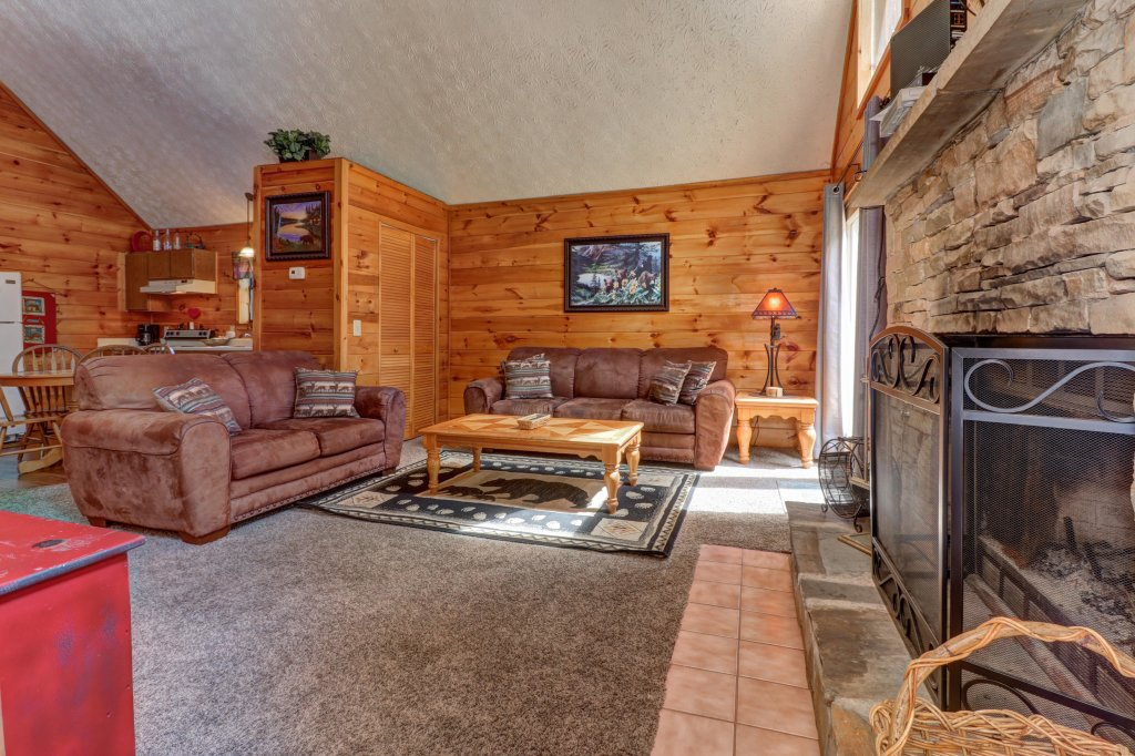 Photo of a Pigeon Forge Cabin named Cozy Bear Cabin - This is the first photo in the set.
