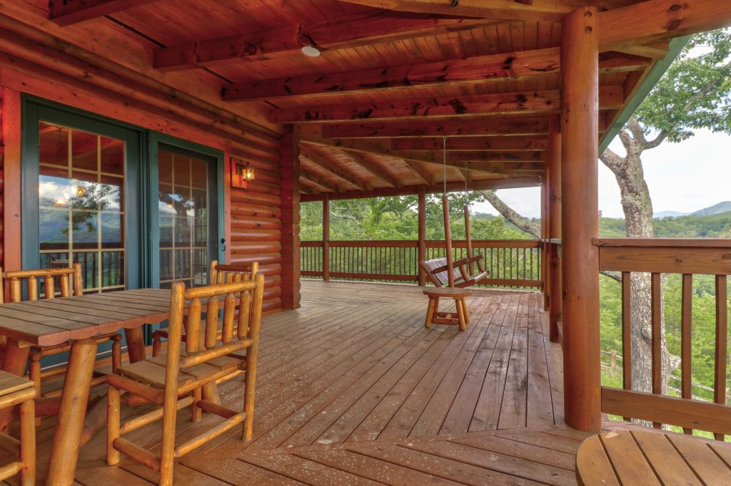 Photo of a Sevierville Cabin named Mountain Top Mansion - This is the thirty-sixth photo in the set.
