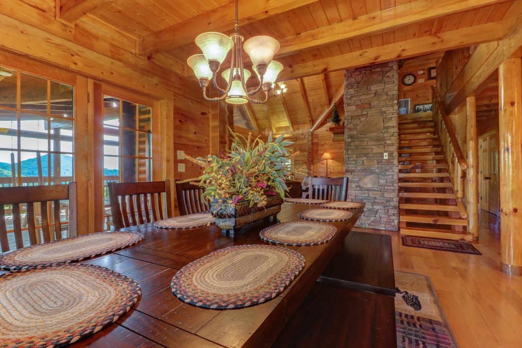 Photo of a Sevierville Cabin named Mountain Top Mansion - This is the ninth photo in the set.
