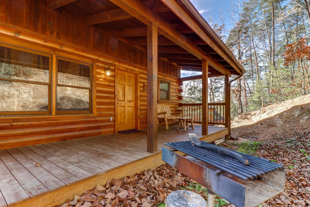 Photo of a Pigeon Forge Cabin named Thunder Bear Hideaway - This is the fifth photo in the set.