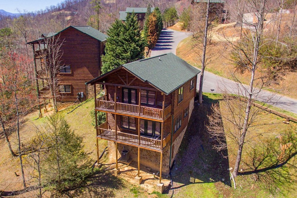 Photo of a Gatlinburg Cabin named Rustic Paradise - This is the fourth photo in the set.