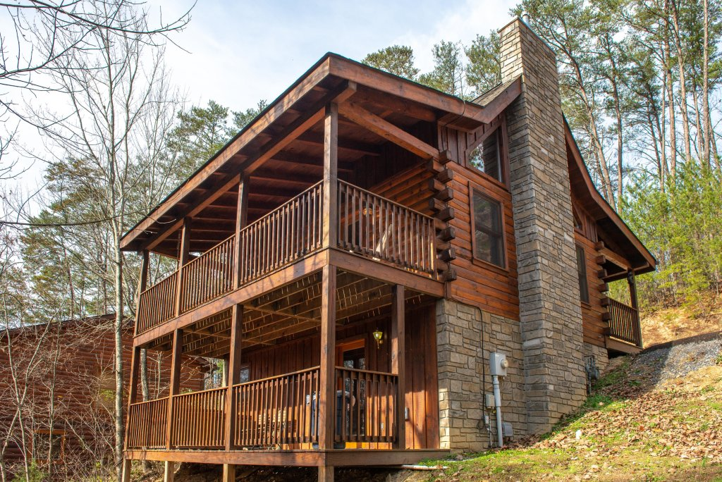 Photo of a Pigeon Forge Cabin named Thunder Bear Hideaway - This is the second photo in the set.