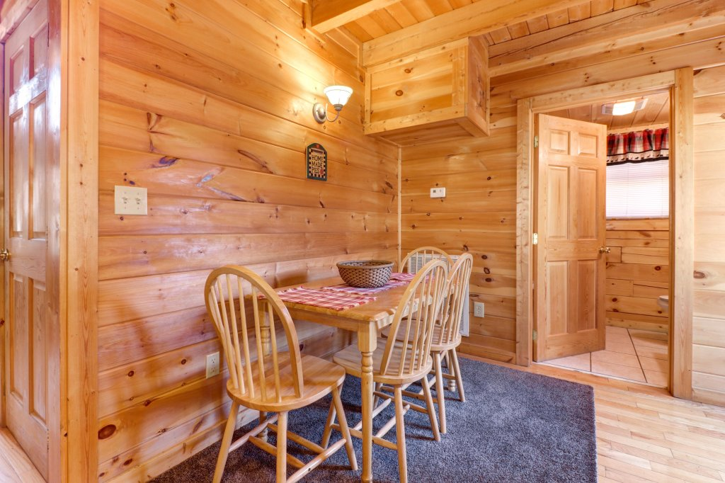 Photo of a Pigeon Forge Cabin named Thunder Bear Hideaway - This is the tenth photo in the set.