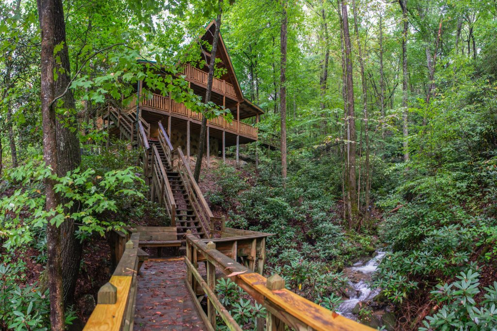 Photo of a Sevierville Cabin named Up The Creek - This is the first photo in the set.