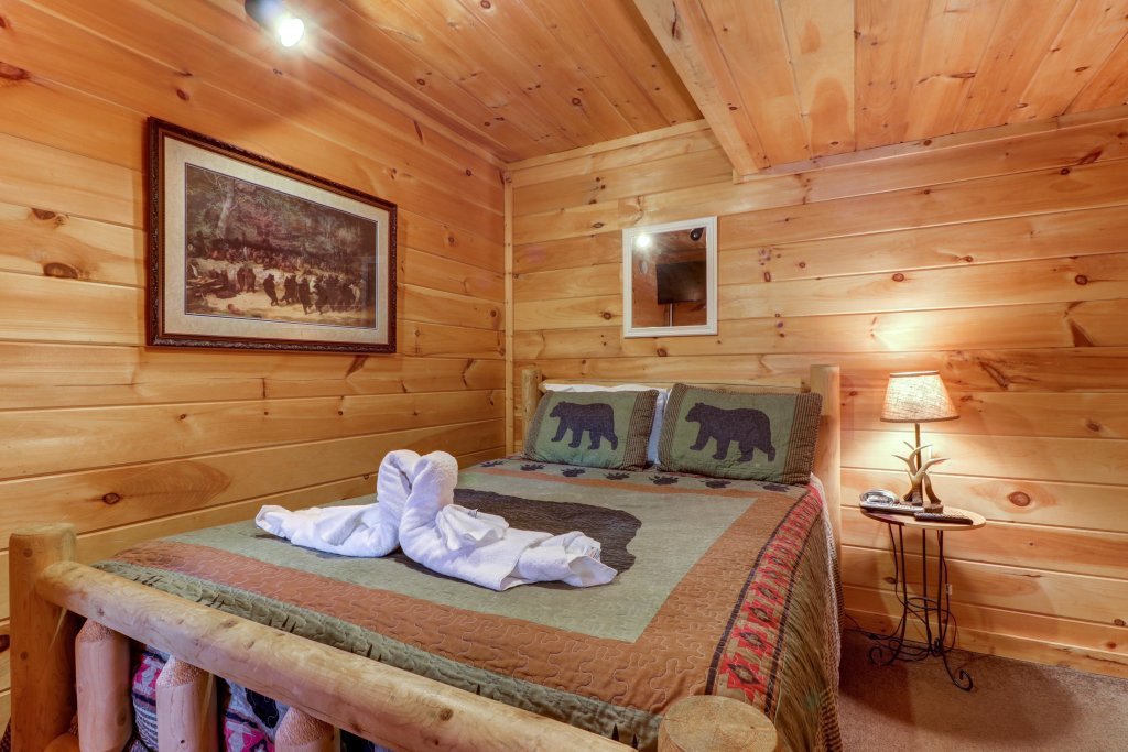 Photo of a Pigeon Forge Cabin named Thunder Bear Hideaway - This is the nineteenth photo in the set.