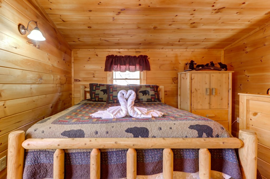 Photo of a Pigeon Forge Cabin named Thunder Bear Hideaway - This is the sixteenth photo in the set.