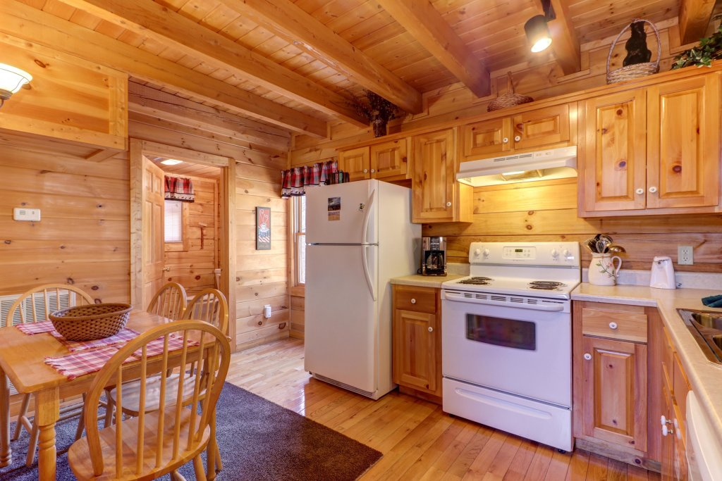 Photo of a Pigeon Forge Cabin named Thunder Bear Hideaway - This is the eighth photo in the set.