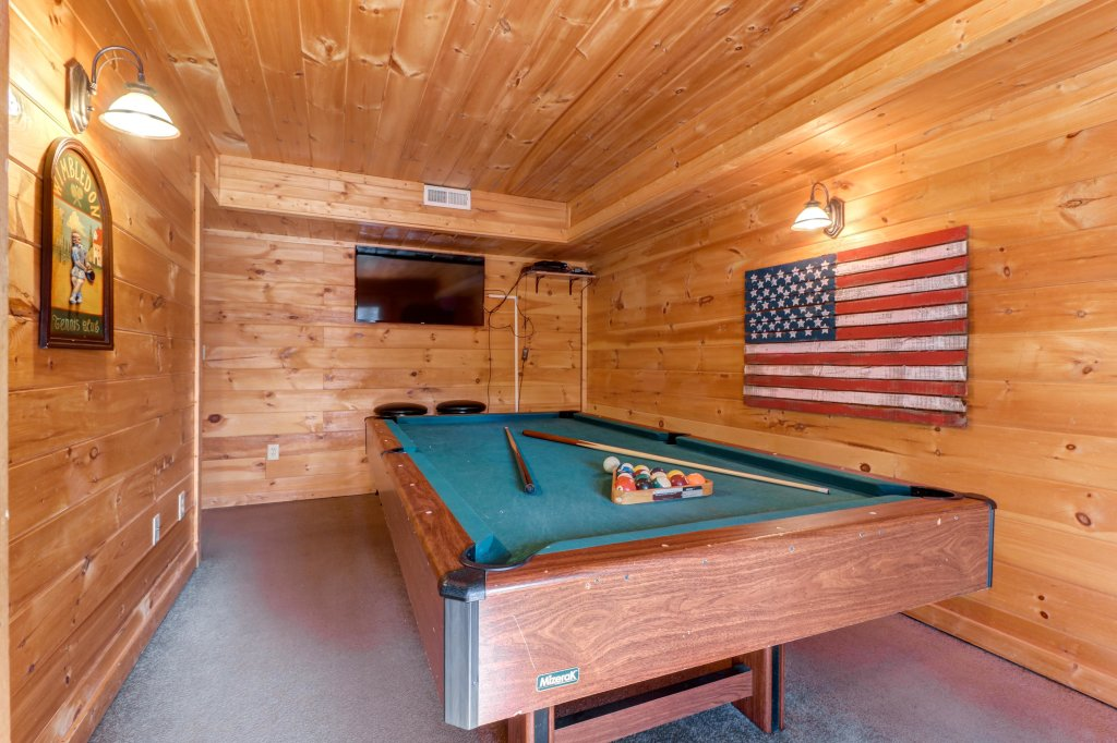 Photo of a Pigeon Forge Cabin named Thunder Bear Hideaway - This is the fourth photo in the set.