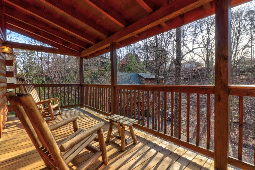 Photo of a Pigeon Forge Cabin named Thunder Bear Hideaway - This is the twenty-fourth photo in the set.