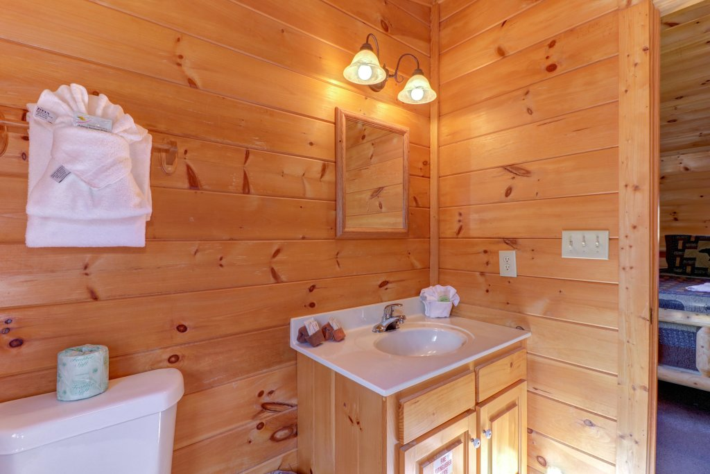 Photo of a Pigeon Forge Cabin named Thunder Bear Hideaway - This is the thirtieth photo in the set.